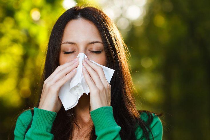 L'asthme est une pathologie respiratoire chronique qui prend aussi le nom d'asthme allergique. Cette maladie est à rapprocher de la rhinite allergique. Mais quel lien existe-t-il entre ces deux affections des voies aériennes? Le point sur la question dans cet article.