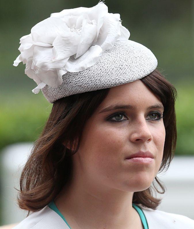 Prinses Eugenie 23-03-1990 De jongste dochter van de Britse prins Andrew (de Hertog van York) en zijn voormalige echtgenote Sarah Ferguson. Prinses Eugenie is een kleindochter van koningin Elizabeth. In oktober 2002 onderging prinses Eugenie (toen 12 jaar) een rugoperatie om haar scoliose niet erger te laten worden. De prinses is volledig hersteld en er wordt niet gedacht dat ze nog een keer geopereerd moet worden. https://youtu.be/J1Xg1soc9dA