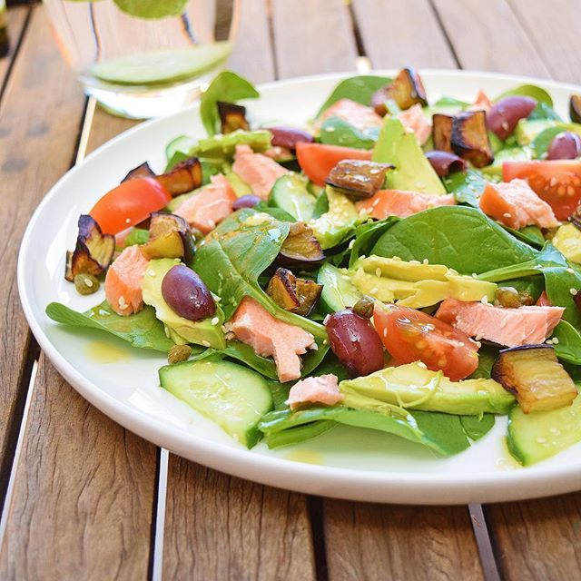 Hot-smoked salmon, cucumber, baby spinach, avocado, roasted eggplant, cherry tomatoes, olives, capers, sesame seeds and drizzled in @cobramestate basil-infused EVO.  #dreamingofalmonds