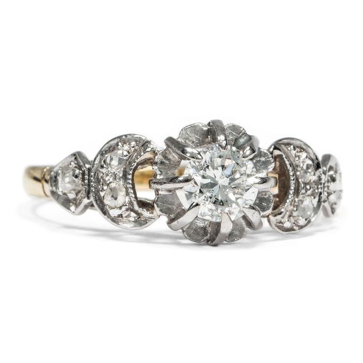 Always on my mind - Ring aus Gold & Platin mit 0,35 ct Diamant, um 1940 von Hofer Antikschmuck aus Berlin // #hoferantikschmuck #antik #schmuck #Ringe #antique #jewellery #jewelry // www.hofer-antikschmuck.de