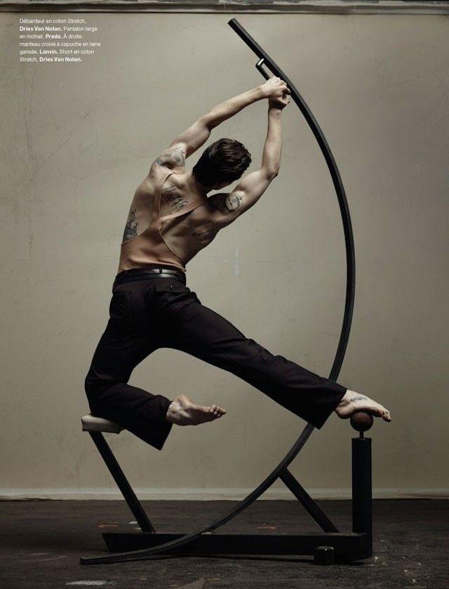 "Ensaio de moda para a revista ""Numero Magazine"" o fotógrafo Jacob Sutton clicou o bailarino ucraniano Sergei Polounine."
