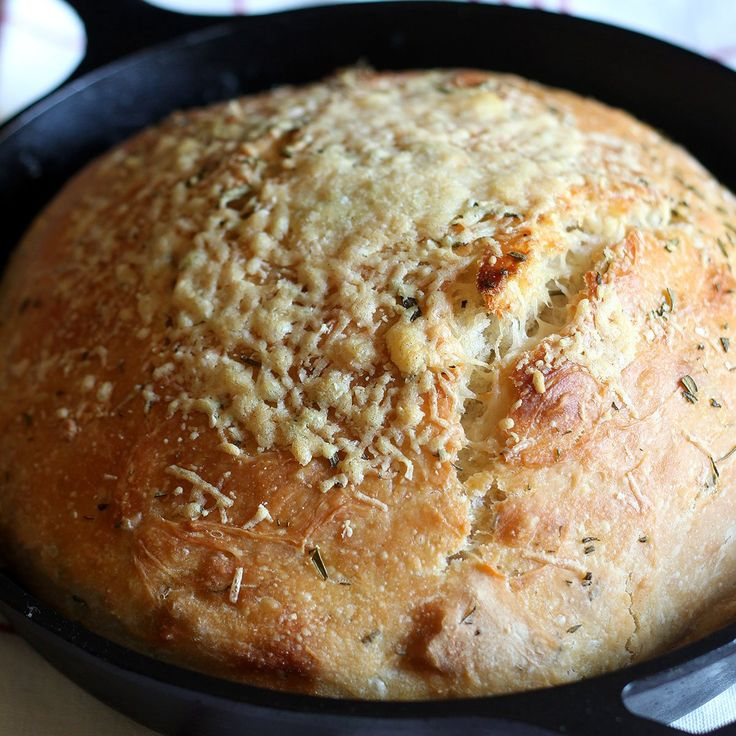No Knead Rosemary Parmesan Skillet Bread features a super easy dough that comes together in a matter of minutes! Tons of flavor and a crispy crust.
