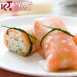 Naleśniki ryżowe z wędzonym łososiem i ogórkiem | Kwestia Smaku