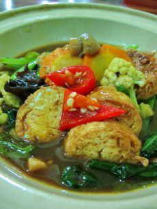 Masakan ini sangat mudah dibuat dan praktis. Bisa mjd alternatif sehat utk variasi menu sehari-hari di rumah anda. Silahkan coba resep sapo tahu ayam ini!