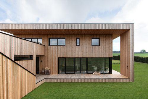 Preisträger des Heinze Architektenawards: Haus M von Rinsdorf Ströcker Architekten. Modernes Haus in Holzständerbauweise ausgestattet mit Sorpetaler Fenstern & Türen