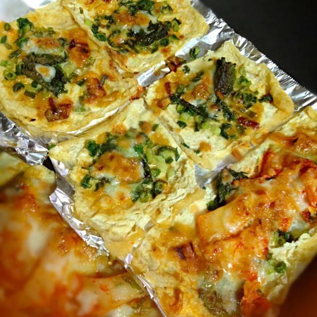 アゲが2枚残ってたので気になってた味噌チーズ味作ってみました~✨ レシピありがとうございます( ´ ▽ ` )ノ❗️ - 62件のもぐもぐ - 咲きちゃんさんのピリ辛ネギ味噌きつねピザ( ´ ▽ ` )ノ⭐︎ by anje