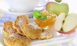 Яблоки в кляре с кленовым сиропом