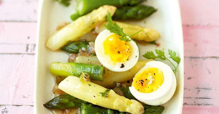 Eier sind preiswert, praktisch und gesund. Ihr Ruf, dass sie den Cholesterinspiegel bei Gesunden in die Höhe treiben, ist mittlerweile wissenschaf ...