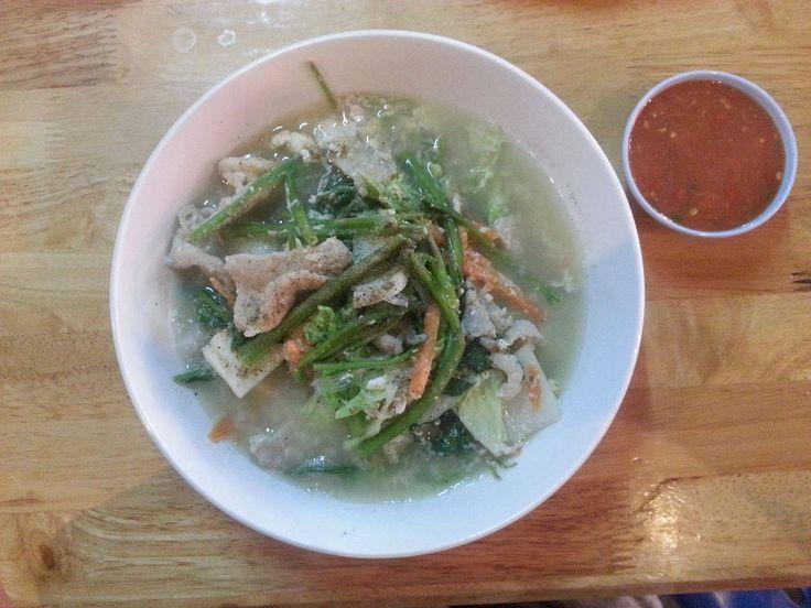 Tajska zupa z wieprzowiną i nudlami
