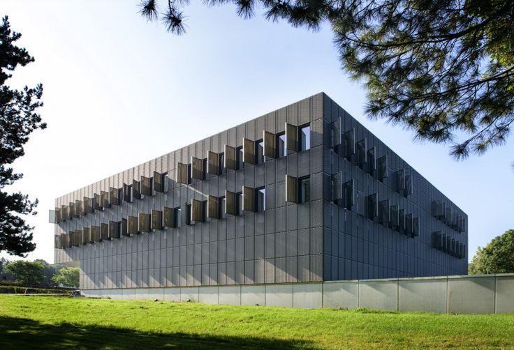 Bâtiment Louvain en métal déployé