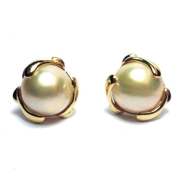 Estate 14-Karat Yellow Gold 2 11mm Round Mabe Pearls Omega Clasp Stock #310-2000294