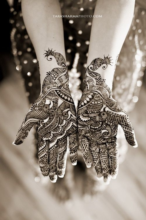 mehndi... the perfect thing to set off your imagination during boring times in school...
