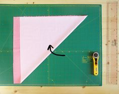 Doblar tejido para cortar tiras al bies   Betsy Costura
