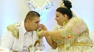Il grosso, ricco matrimonio gitano Oro, denaro e macchine lussuose