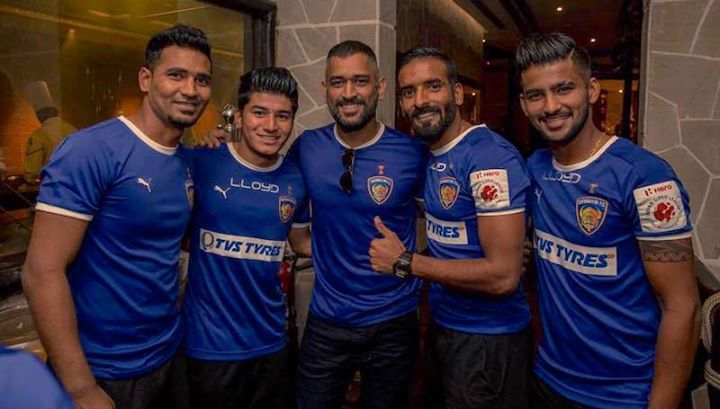 MS Dhoni with team Chennaiyin FC players at ISL- Indian Super League - http://ift.tt/1ZZ3e4d