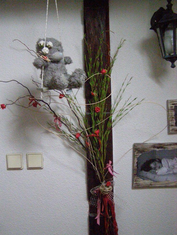 kroucená vrba s růžemi