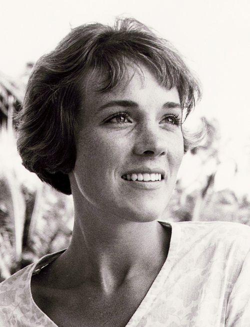 lejazzhot:    95/100 photos of Julie Andrews