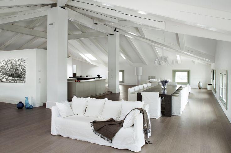Storia e design si incontrano in una villa d'epoca alle porte di Vicenza, una splendida risistemazione interna curata dagli interior designers AD Dal Pozzo