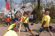 De R.K. kerk in Nieuw-Vennep haalt bijna 30.000 euro op met de zeskamp, afgelopen zaterdag. Het Witte Weekblad was er bij.