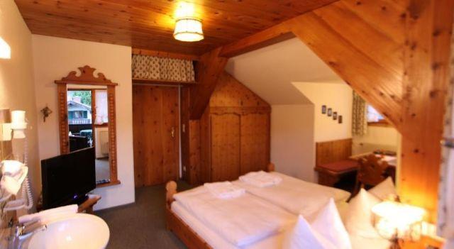 Gästehaus Sonnenheim - 3 Star #Guesthouses - $67 - #Hotels #Germany #Mittenwald http://www.justigo.uk/hotels/germany/mittenwald/ga-stehaus-sonnenhem_202104.html
