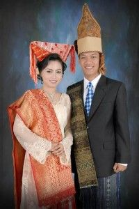 """2. Traditional Cloth of North Sumatra province  Traditional clothing /dress or Traditional Cloth of North Sumatra province commonly called the """"Ulos"""". Ulos custom clothing is considered by society as ajimat Karo Batak tribe that has a certain magical power. Tribes in North Sumatra is the Batak tribe."""