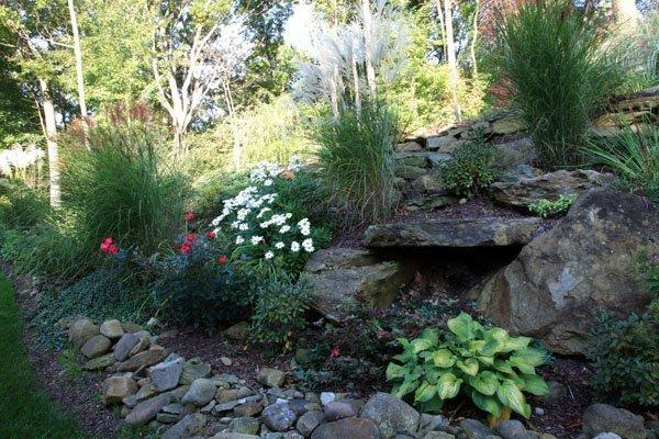 Best 25 hillside landscaping ideas on pinterest for Large landscaping stones