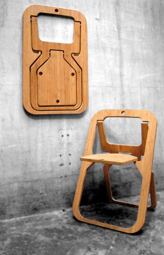 Desile Chair, Christian Desile. Leggera e funzionale,pratica da aprire e facile da ripiegare, ma soprattutto ideata per salvare più spazio possibile.  Da chiusa ha le geometrie e la leggerezza di un quadro. Si può appendere o lasciare appoggiato alla parete come elemento d'arredo dell'ambiente.