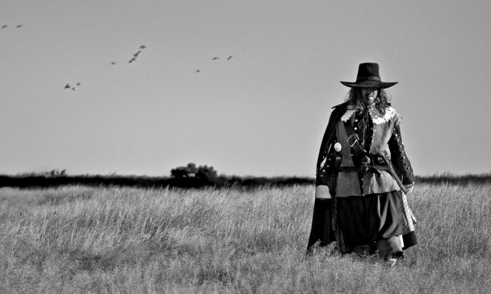 The eeriness of the English countryside. Ben Wheatley's film A Field in England (2013).