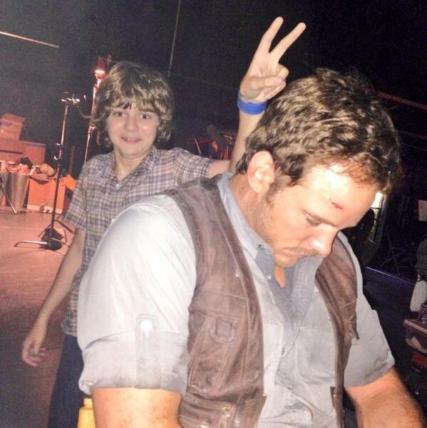 Chris Pratt sleepin' on the job. - Jurassic World bts. With little cutie Ty Simpkins behind him.