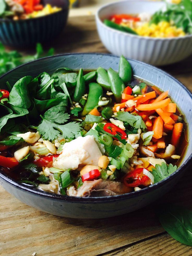 Regnbuesuppe - smuk, sund og farverig suppe med masser af grøntsager og kylling…
