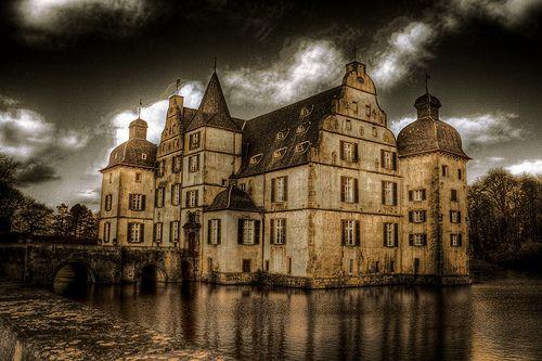 Bodelschwingh Castle (1300s) Dortmund, Germany