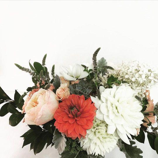 Jacinta Nést | neutral hues & a pop of orange | succulents & flowers | arrangement