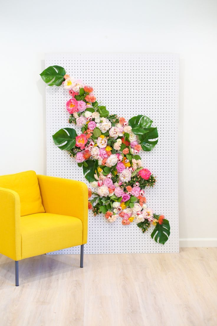 DIY Floral Photo Backdrop. Real flowers for a photobooth backdrop. Great wedding idea! - Lovely Indeed