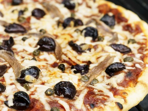 Pizza Napoli (Anchovis, Oliven, Kapern) ist ein Rezept mit frischen Zutaten aus der Kategorie Fruchtgemüse. Probieren Sie dieses und weitere Rezepte von EAT SMARTER!