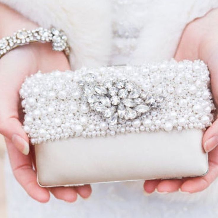 Finish your bridal look with a touch of glam! #bridalaccessories #weddinginspo #bridalinspo #bridallook #dreamwedding #weddingdress #bridalshower http://gelinshop.com/ipost/1523263350593899760/?code=BUjt_JfhUzw
