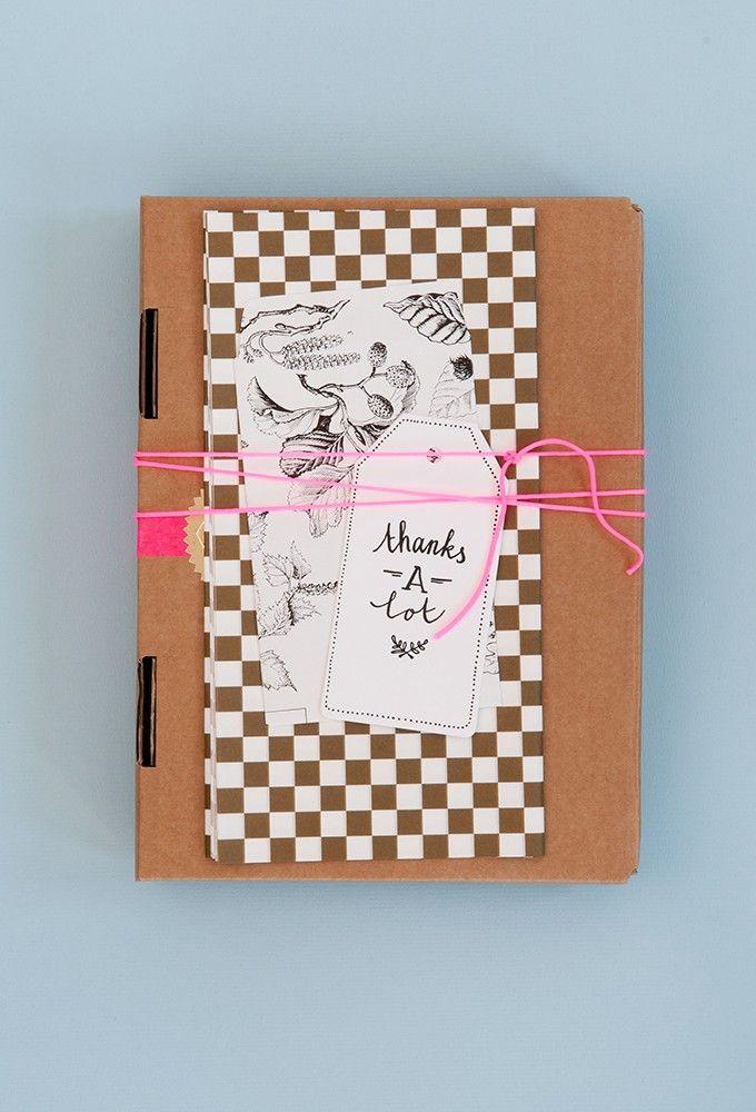 Bij een bijzondere aanleiding hoorteen feestelijk ingepakt cadeau. Het PapierAtelier tijdens FlavouritesLive was de inspiratie voor dit blog. Alle adrestips voor jou op en rij.Voor wie ga jij een speciaal kerstcadeautje inpakken?