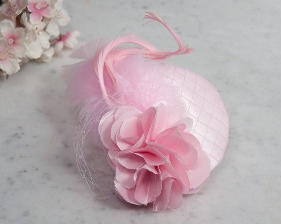 Fascinator light pink satin