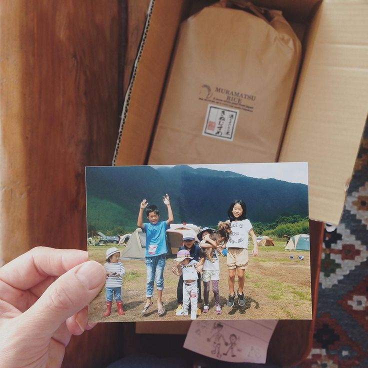 we happened to meet a family and their friends during our camping trip last september and had a great time together. today we received a box with a bunch of photos and a bag of rice they grew by themselves. camping is blessing.  9月にキャンプで出会った一家からたくさんの写真とお手紙そして農家として自ら育てている特別栽培米きぬむすめが届くこんな出会いもキャンプの醍醐味 by passeggiatayu