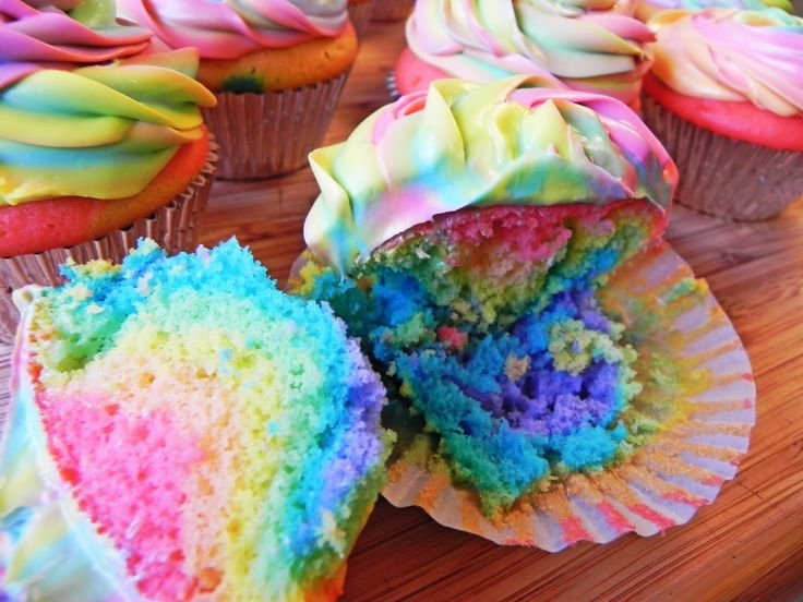 Delightfully Dowling: mangia mondays 3: easy tie-dye cupcakes