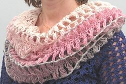 Ravelry: Tube scarf in hair pin lace/Gaffelvirkad tubschal pattern by Ulrica M
