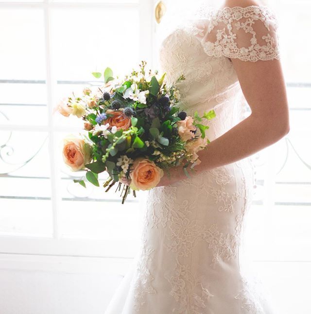 Encore une jolie inspiration ! Avec @happytolove.weddingplanner @maxime_vion_photography #lesmarieesdenana #wedding #shooting #orleans #lmdn #mariage #weddingdress #nanacouture #modern #bride #frenchbride #frenchtouch #bebridehttps://www.instagram.com/p/BR_j8iQhCSl/