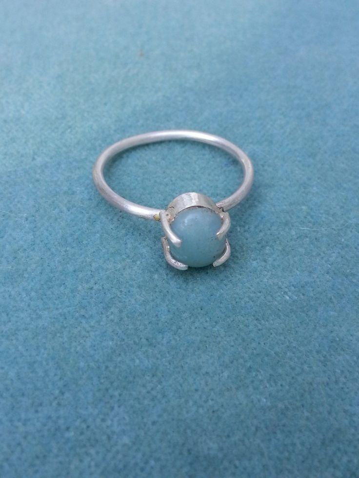 Handgemaakte zilveren ring met groene steen. door JackysJewels op Etsy