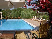 Ibiza- leuk klein& voordelig bungalow parkje - in de heuvels nabij San Antoni- gerund door sympathieke oudere dame die hele goede tips heeft voor de authentieke plekjes op het eiland. Vistabella bungalows