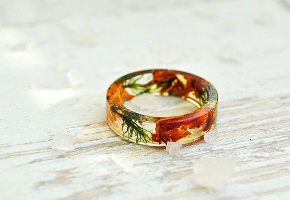 nature inspired engagement rings!!! This gift for you and special person.  Eco resin ring with brown petals and natural moss  Making my rings I use only