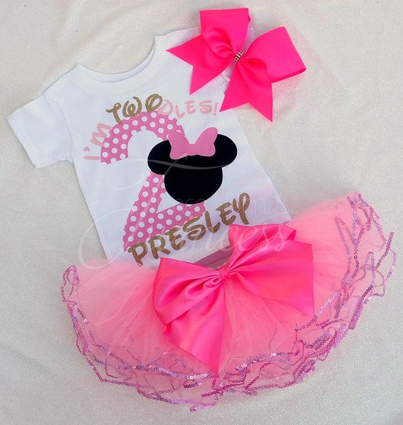 Super cute Minnie Mouse 2nd birthday party outfit. I'm Twodles.