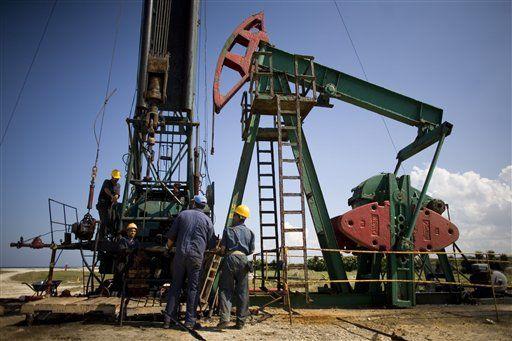 La producción de crudo venezolano alcanza un mínimo histórico de 28 años -  Caracas.-La producción de crudo de la empresa estatalPetróleos de Venezuela (Pdvsa)cayó en 100.000 barriles al día el pasado mes de diciembre y se situó en los 1,7 millones de barriles diarios, los números más bajos desde 1989, según datos de la firma de análisis del mercado energético... - https://notiespartano.com/2018/01/08/la-produccion-crudo-venezolano-alcanza-minimo-histori