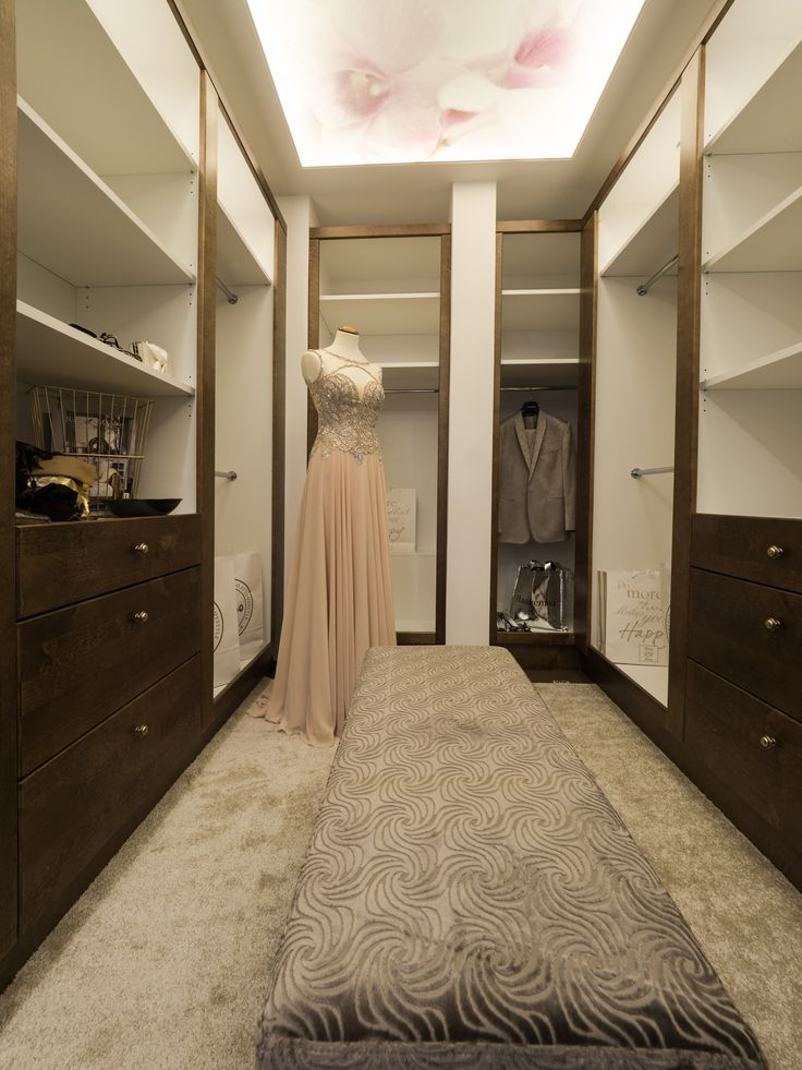 The style of this dressing room is like from the Hollywood movies! Vaatehuoneen tyyli on kuin suoraan Hollywood elokuvista!