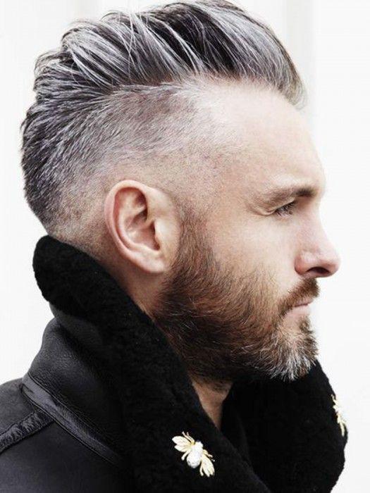 Hombre con cabello platinado y corte dapper