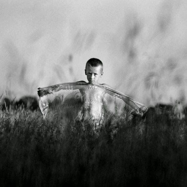 "RURAL CONTEMPORÁNEA: Adam Panczuk, works ""Karczeby"" & ""Actors"""