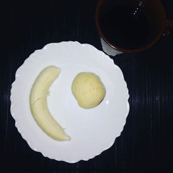 Café da manhã: 1 pão de queijo  1 banana. (Comi horrores esse fim de semana!!!) 3 dias total off... #emagrecimento #saude #vidasaudavel #comerbem #viverbem #fitness #eacolhas #RA #foconadieta #dieta #reeducao #aprenderacomer #receita #fit #fitness #eueliminandopeso #antesedepois #magra #verao #proteina #foco #meta #objetivo #menos5kg #determinacao #determination #focus #fit by projectmenos10kg http://ift.tt/27QcL2Y